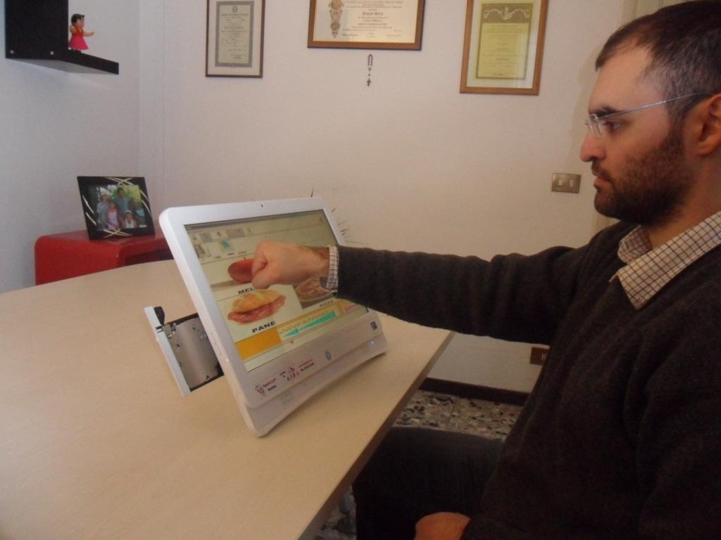 FABULA ALL-IN-ONE: tastiera per disabili per la comunicazione aumentativa alternativa